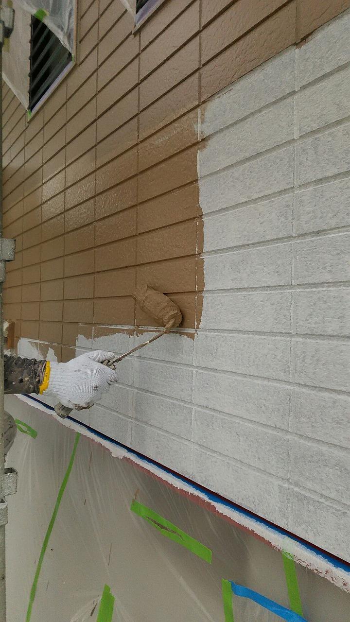 外壁下塗り後 中塗り中