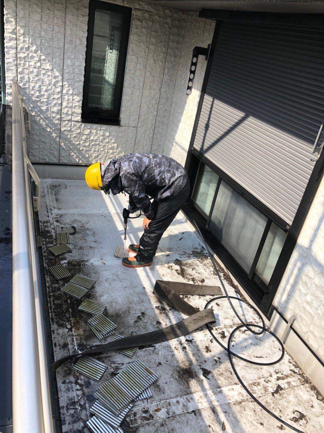 高圧洗浄 ベランダパネル内清掃